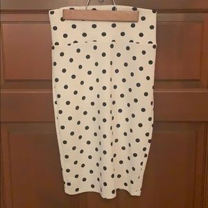 Size CS LuLaRoe Cassie skirt. White and black
